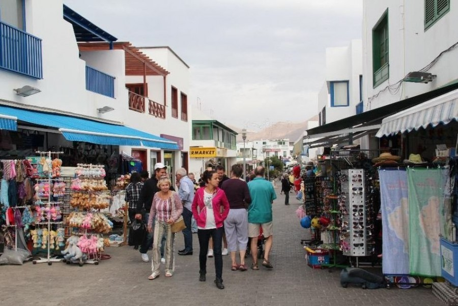 De tiendas por Playa Blanca