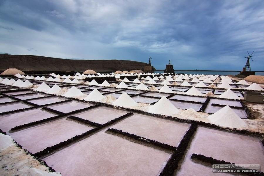 Los Hervideros, acantilados de Lanzarote salinas